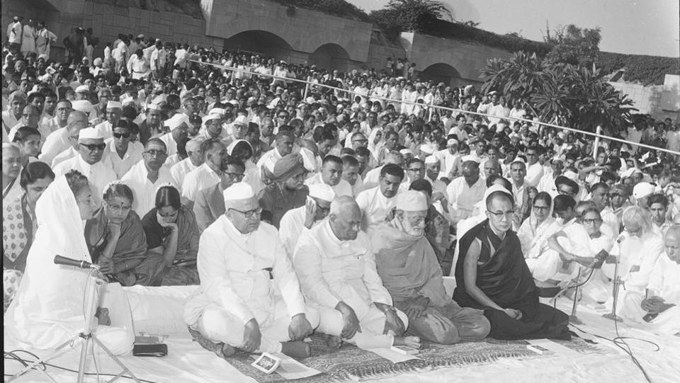 PM Indira Gandhi, Vice-President Gopal Swarup Pathak, President VV Giri and Tibetan spiritual leader Dalai Lama and others paying homage to Mahatma Gandhi on the occasion of his birth centenary celebration at Raj Ghat. (HT Photo)
