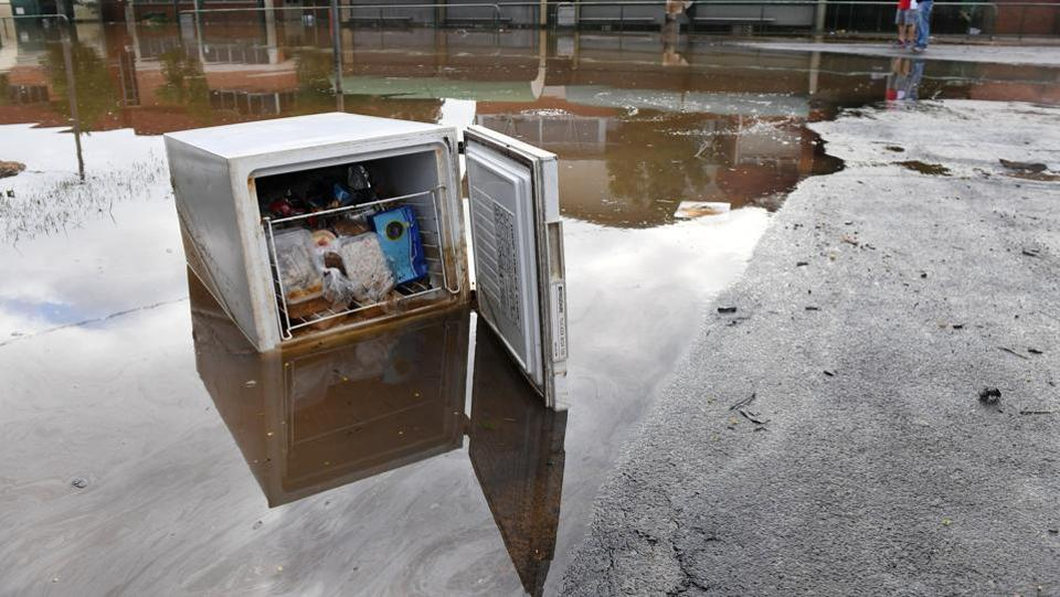 A fridge full of food sits in a flooded street in the northern New South Wales town of Lismore, Australia on April 1, 2017 after heavy rains associated with Cyclone Debbie swelled rivers to record heights across the region.  (AAP/Tracey Nearmy/REUTERS)