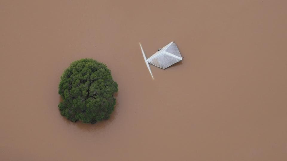 The top of a building and tree can be seen in floodwaters near the northern New South Wales town of Lismore, Australia on March 31, 2017 after Cyclone Debbie swelled rivers to record heights across the region.  (AAP/Tracey Nearmy/REUTERS)