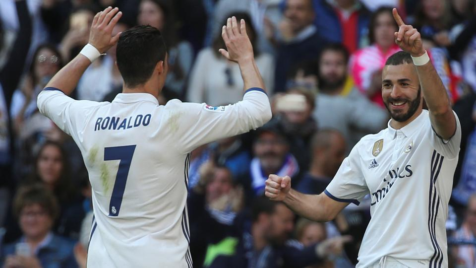 Real Madrid's Karim Benzema (R) celebrates with teammate Cristiano Ronaldo after scoring the first goal against Deportivo Alaves.