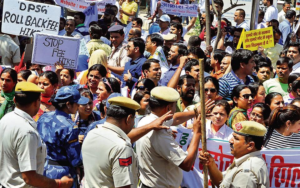 The protesting parents submitted a memorandum of their demands to the divisional commissioner on Sunday. They also alleged that police had roughed up some of them.