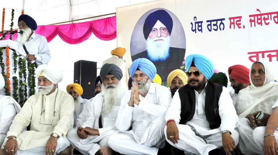 (From right) Gurcharan Singh Tohra's daughter Kuldeep Kaur, cabinet minister Sadhu Singh Dharamsot, leader of opposition HS Phoolka; former Akal Takht jathedar Bhai Ranjit Singh and former Punjab speaker Bir Devinder Singh at a state government function on Saturday.