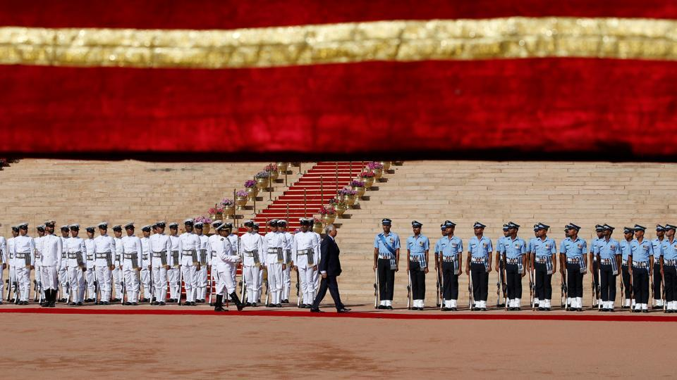 Malaysia's Prime Minister Najib Razak inspects the guard of honour during his ceremonial reception at the forecourt of India's Rashtrapati Bhavan presidential palace in New Delhi, India on April 1, 2017.  (Adnan Abidi/REUTERS)