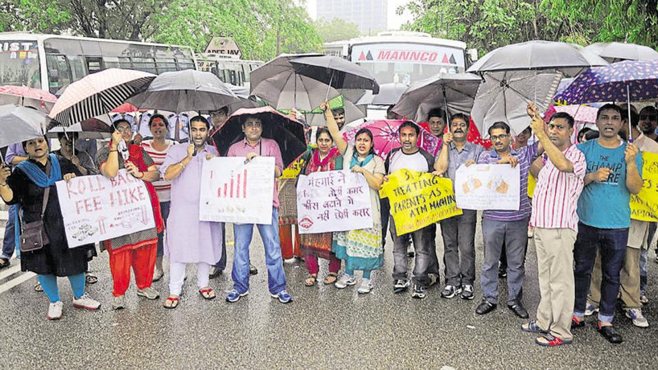 DPS,fee hike,parents protest