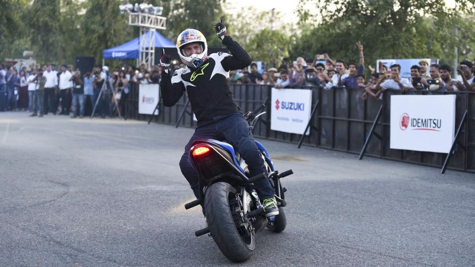 European freestyle champion Aras Gibieza performs at a biking event. (Arun Sharma/HT PHOTO)