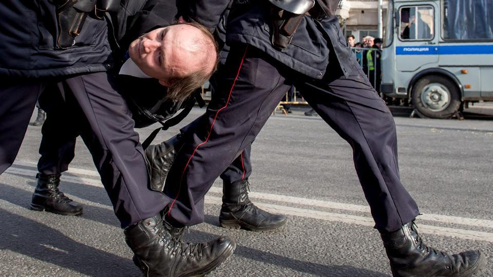 Police officers detain a man during an unauthorised anticorruption rally in central Moscow on March 26, 2017. Thousands of Russians demonstrated across the country on March 26 to protest at corruption, defying bans on rallies which were called by prominent Kremlin critic Alexei Navalny -- who was arrested along with scores of others. Navalny called for the protests after publishing a detailed report this month accusing Prime Minister Dmitry Medvedev of controlling a property empire through a shadowy network of non-profit organisations.  (Alexander Utkin/AFP)