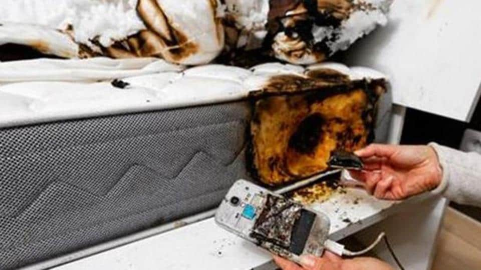 Electrocuted,Phone on charge,Burn injuries