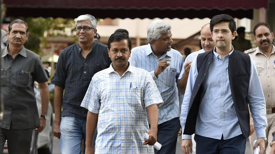 Delhi CM Arvind Kejriwal with other leader's leave at ECI headquarters after meeting the Chief Election Commissioner Nasim Zaidi onSaturday.