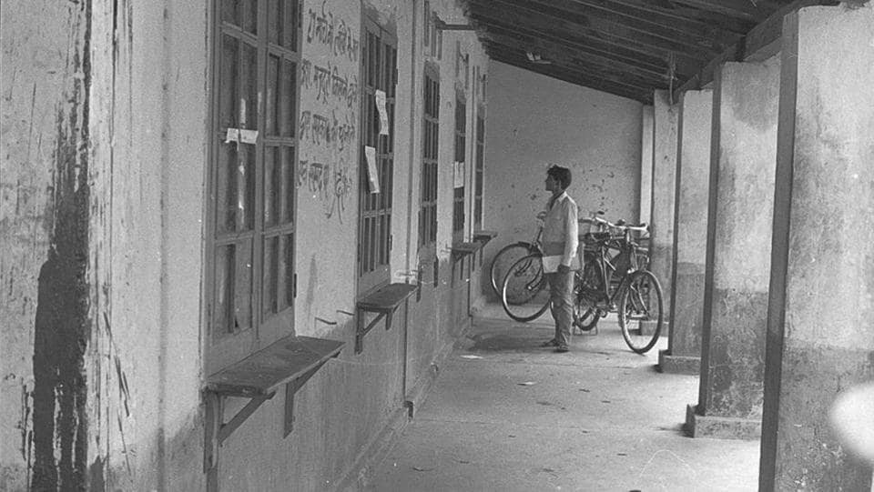 A view of the post office in Connaught Place in 1973 before it was incorporated in one of the blocks. (KK Chawla/HT Photo)