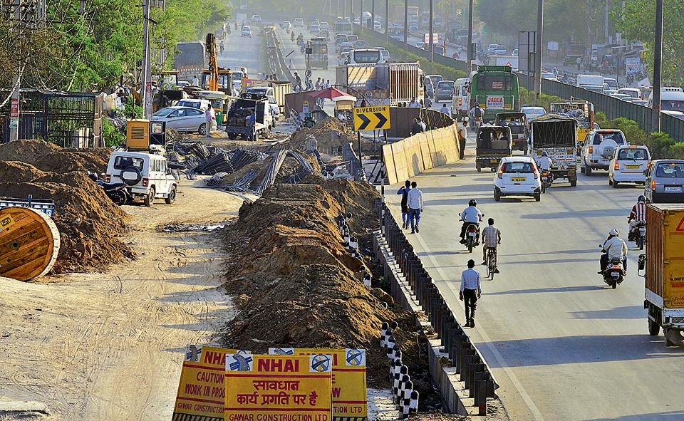 The digging work for construction of the Badshahpur–Najafgarh drain at Hero Honda Chowk has decreased road space for vehicles, leading to traffic jams every day.