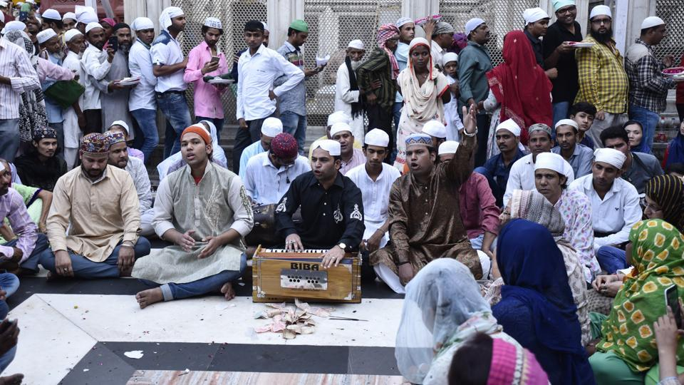 Sufi Qawali singers sing Qawalis in the compound of the shrine. (Burhaan Kinu/HT PHOTO)
