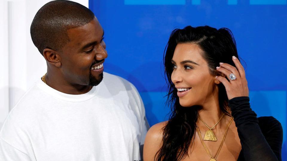 FILE PHOTO - Kim Kardashian and Kanye West arrive at the 2016 MTV Video Music Awards in New York, U.S., August 28, 2016. REUTERS/Eduardo Munoz/File Photo