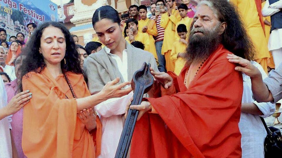 Deepika Padukone performs Ganga arti in Rishikesh on Monday.
