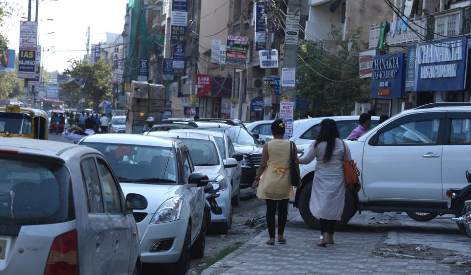 Due to lack of parking facilities, people have turned the local roads in Mukherjee Nagar into parking lots .
