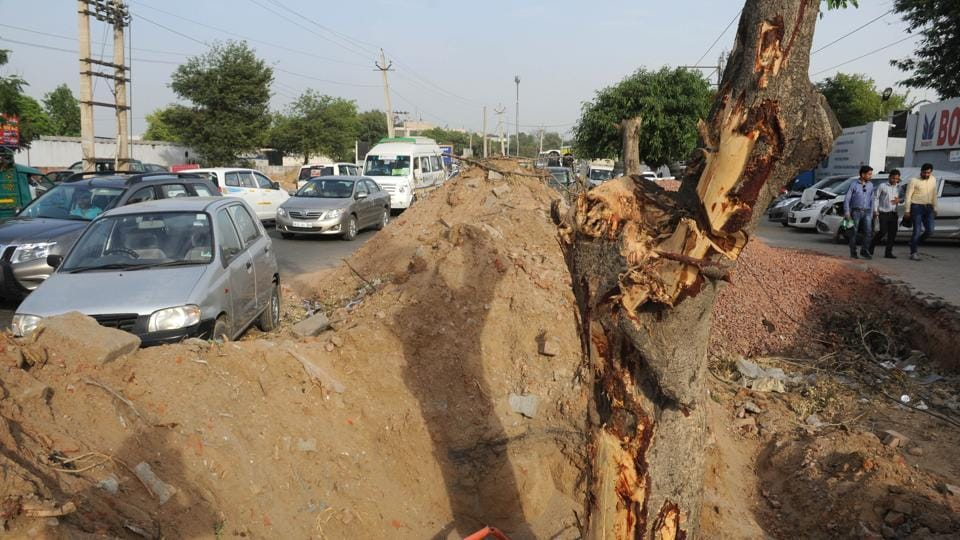 Mounds of soil have been used to level the unpaved carriageway of Old Delhi Gurgaon Road, causing dust pollution.