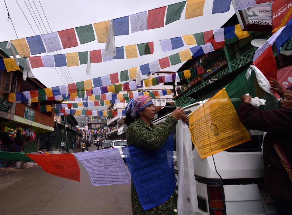 Buddhist followers hang prayer flags ahead of a visit by exiled Tibetan spiritual leader the Dalai Lama in Bomdila, in India's north-eastern state of Arunachal Pradesh.  (Biju BORO / AFP)