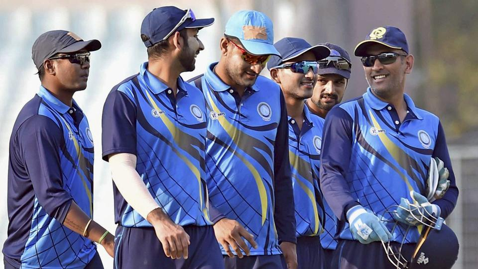 MS Dhoni with Jharkhand teammates during the Vijay Hazare Trophy Match in Kolkata recently. Dhoni will remain an important member of the Rising Pune Supergiants team in the Indian Premier League this season.