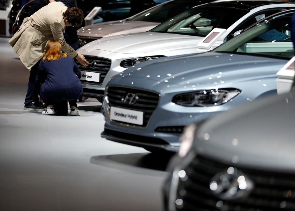 Visitors look at Hyundai Motor's sedan Grandeur during the 2017 Seoul Motor Show in Goyang.