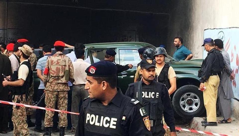 Pakistan Army,Pakistan Army officer killed,Gunmen