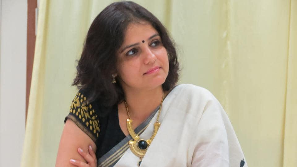 The song is part of Vartika Nanda's Tinka Tinka initiative, a project meant to transform inmates' lives. She has also written Tinka Tinka Dasna and Tinka Tinka Agra.