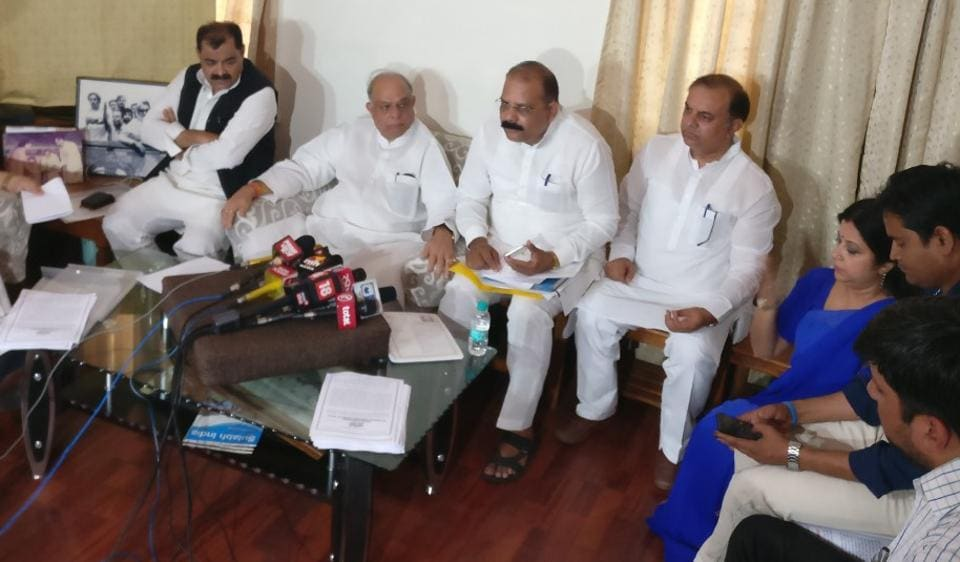 Former Delhi minister Mangat Ram Singhal with other senior Congress leaders at a press conference in New Delhi on Wednesday.