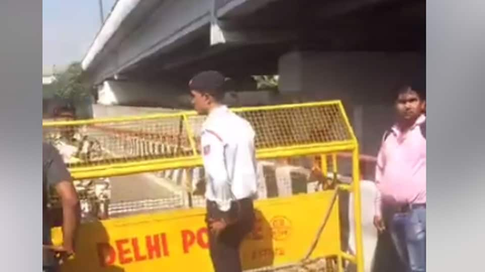 An ambulance was allegedly held up inDelhi for allowing VIPmovement