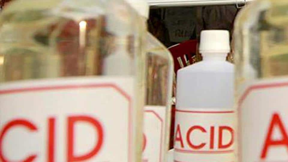 Police in Kashmir's Kupwara district arrested a man from attacking a woman, his neighbour, with acid on Tuesday.