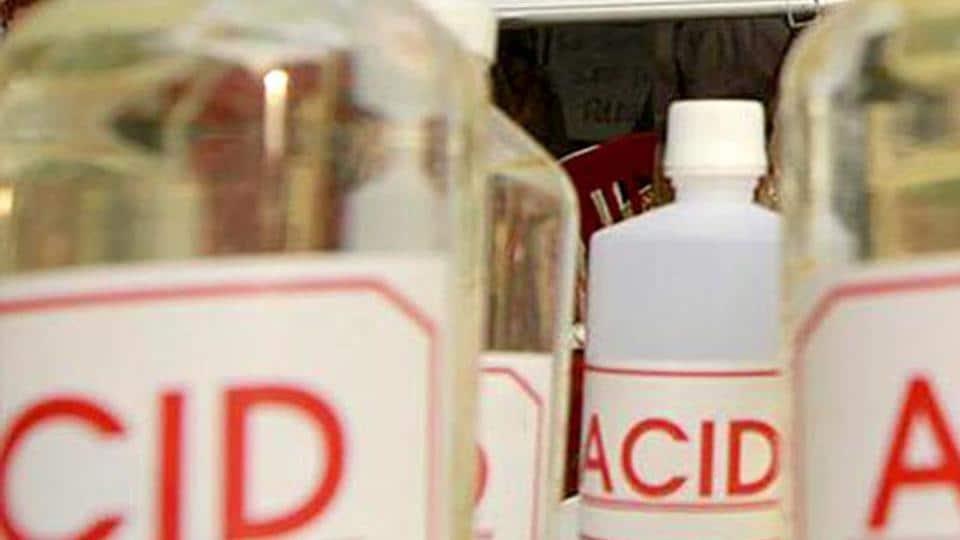 Acid attack,Woman injued in acid attack,Stalker arrested