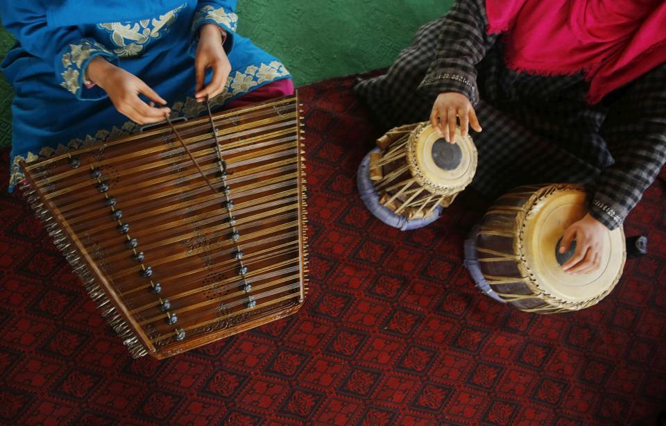 Kashmiri Muslim girls play Sufi music under the tutelage of music teacher, Muhammad Yaqoob Sheikh, on the outskirts of Srinagar.  (PARVAIZ BUKHARI / AFP)