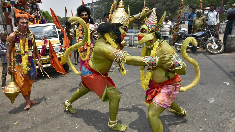 Artists dressed as characters of Ramayana performing during a road show on the occasion of the 9th day of Navratri at  Hanuman Temple near Kempegowda Railway Station in Bengaluru on Wednesday, April 5, 2017. Ram Navami is being celebrated on two days this year as many people celebrate the occasion according to when the lunar calendar shifts into the ninth day, or when the sun rises on the ninth day depending on their interpretation. (Arijit Sen/HT Photo)