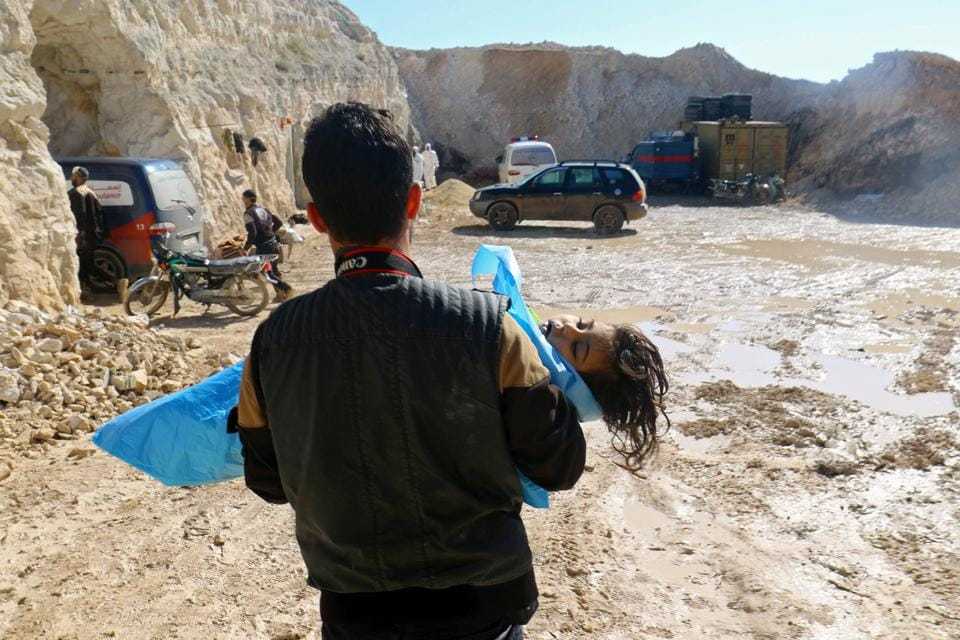 A man carries the body of a dead child, after what rescue workers described as a suspected gas attack in the town of Khan Sheikhoun in rebel-held Idlib, Syria April 4, 2017.  (Ammar Abdullah / REUTERS)