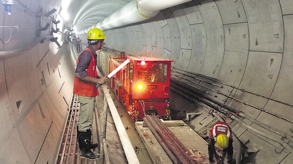 Lucknow metro,LMRC,train