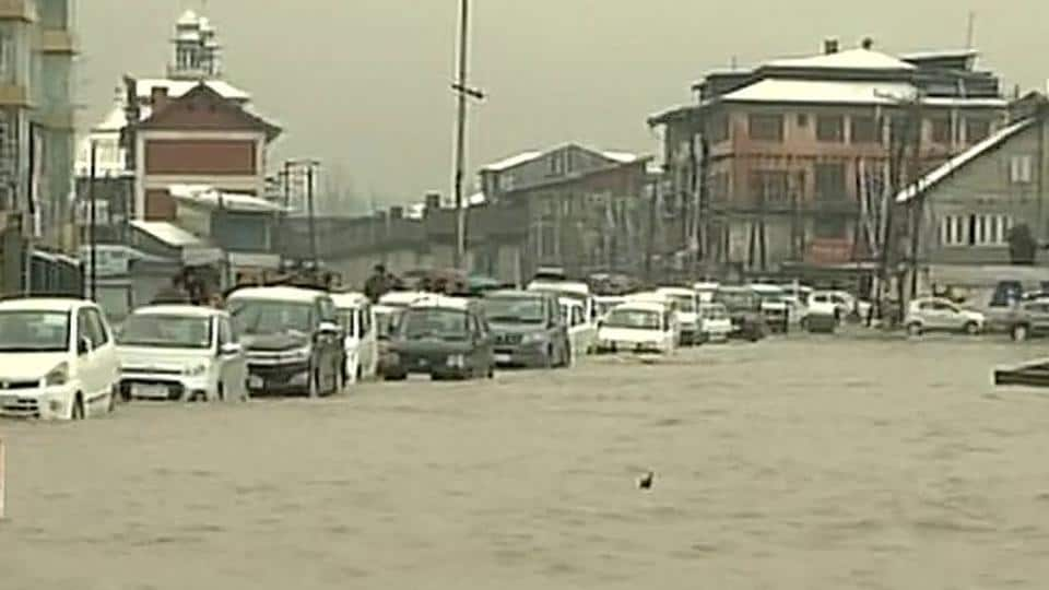 Incessant rain and untimely snowfall in the plains on Thursday caused a flood-like situation in Jammu and Kashmir.