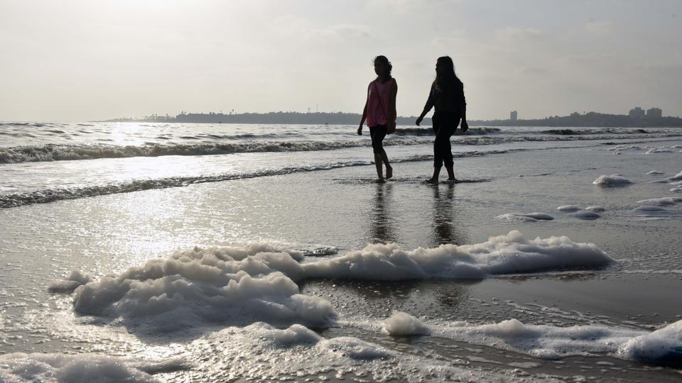 versova beach,water pollution,industrial waste