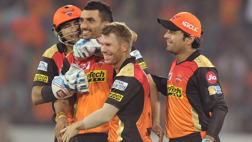 Sunrisers Hyderabad bowler Bipul Sharma (2L) and captain David Warner (2R) celebrate the wicket of Sachin Baby. (AFP)