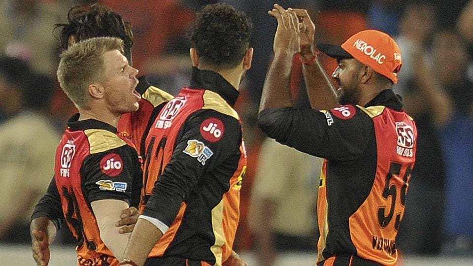 Sunrisers Hyderabad captain David Warner(L) with team members celebrates the wicket of Chris Gayle. (AFP)