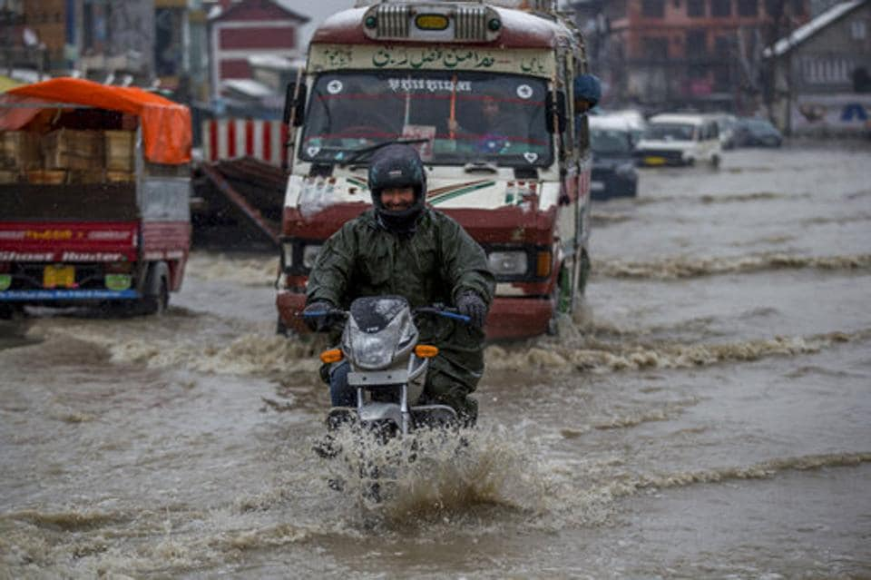 Incessant rain and untimely snowfall in the plains on Thursday caused a flood-like situation in Jammu and Kashmir. (Dar Yasin / AP)