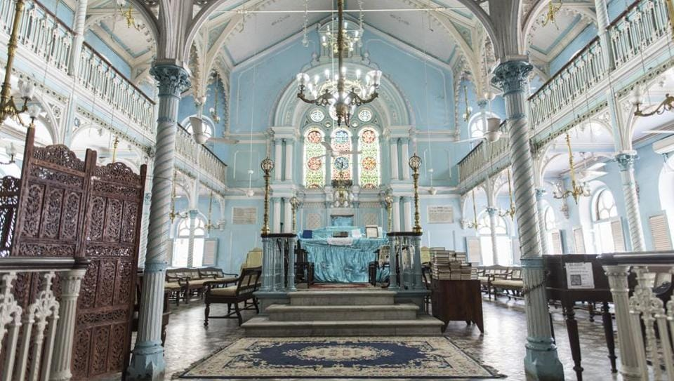 The architecture of Knesset Eliyahoo Synagogue sees Victorian and Gothic features, along with a few Neo-Classical features