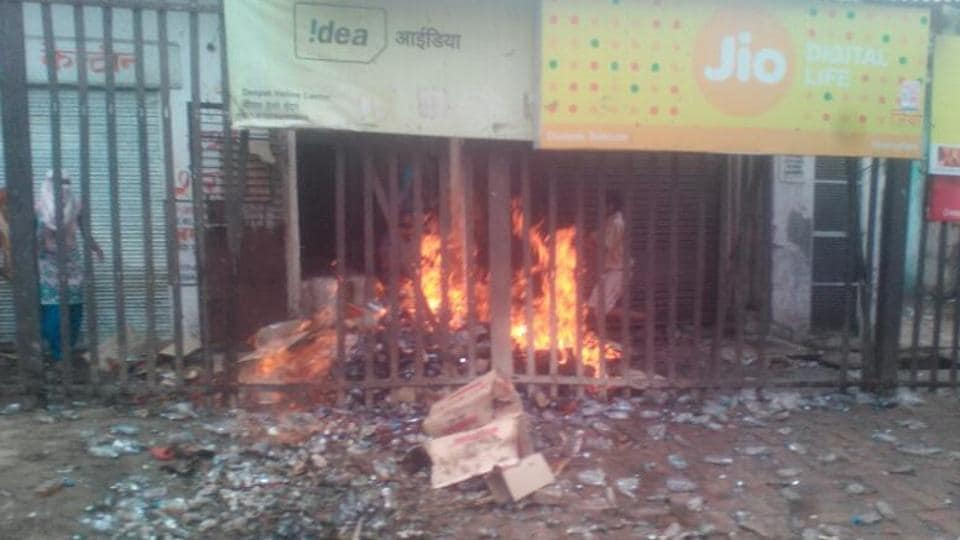 A liquor shop was set ablaze in Lisari village of Meerut on Wednesday.