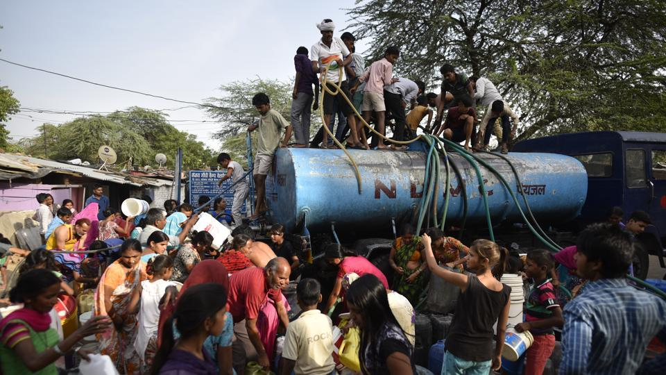 People seen filling drinking water from a tanker at a slum during a water crisis in Chanakyapuri, New Delhi. According to a WHO charter, clean water will control the spread of cholera, typhoid, dysentery which affect the our population, especially the rural poor in large numbers.  (Ravi Choudhary/ht photo)