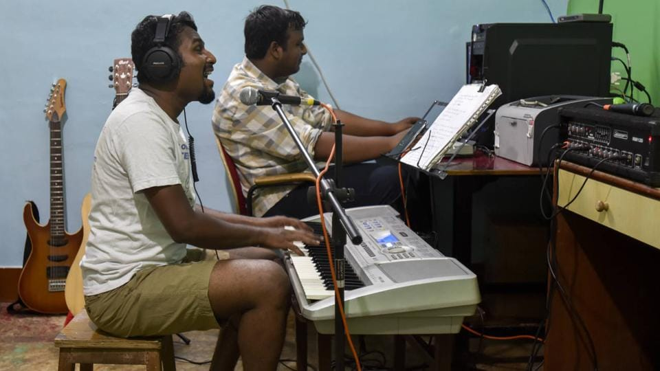 Gladson has performed in over 40 shows and has now started receiving corporate gigs. Here he can be seen practising in a music studio. (KUnal Patil/ht photo)