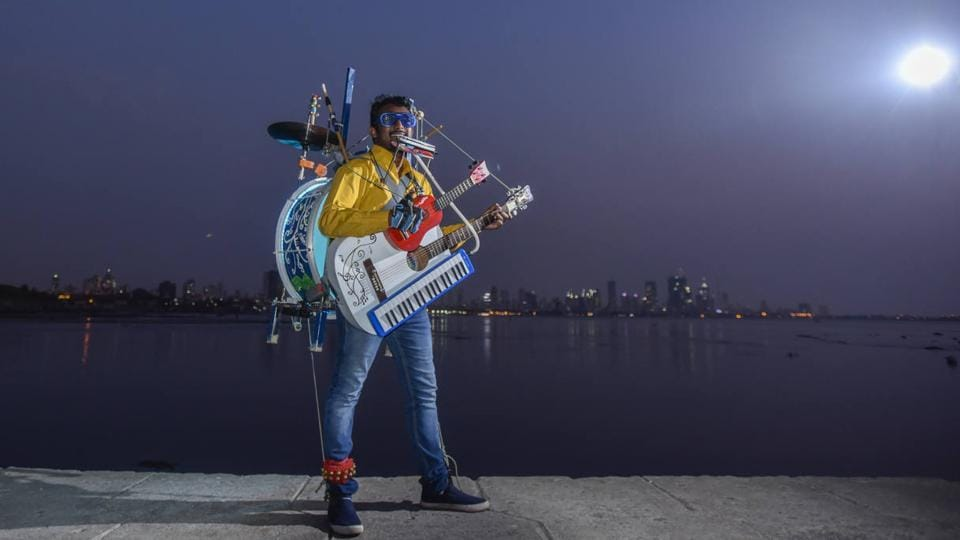 Gladson performs by carrying all his instruments, which altogether weight over 25 kg. But he says he doesn't consider instruments to be a strain and all he wants to do is perform. (KUnal Patil/ht photo)