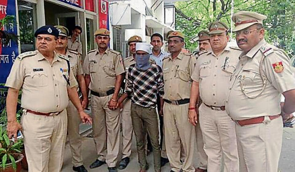 The accused identified as Bal Karan Yadav, who was jailed in 2013 in a molestation case filed by the vendor's daughter.