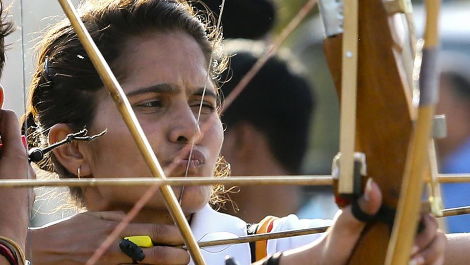 A female archer takes aim as she concentrates on the target in an archery competition at the games. (Himanshu Vyas/ht photo)