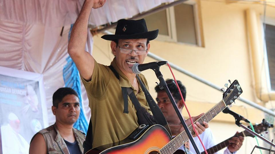 Friends of Goan Catholic priest and activist Father Bismarque Dias are refusing to bury his body because they suspect he was murdered.