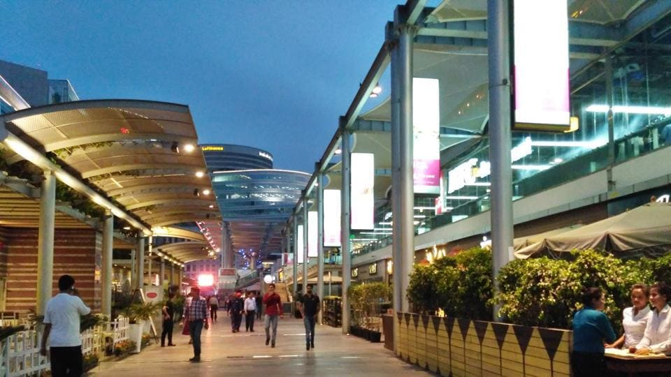 CyberHub used to draw 40,000 people on weekends before the ban on liquor sale came into effect.