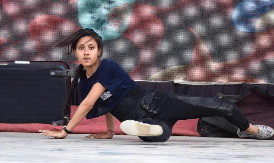 A student performing at the inter-college cultural fest at GNDU regional centre in Jalandhar on Friday, April 7. (Sikander Singh Chopra/HT)