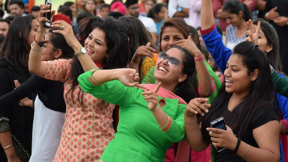 The audience ecstatic during the inter-college cultural fest at GNDU regional centre in Jalandhar on Friday, April 7. (Sikander Singh Chopra/HT)