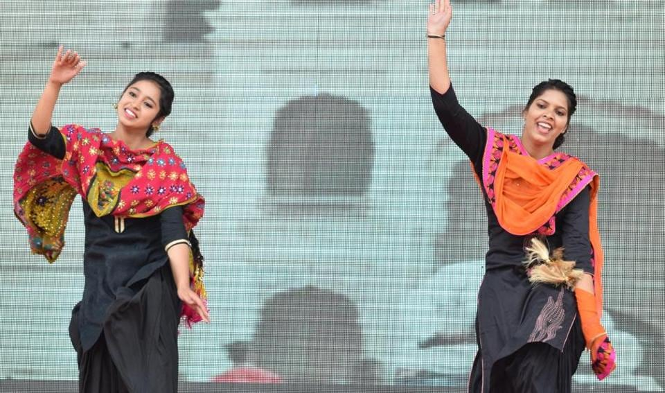 Students performing at the inter-college cultural fest at GNDU regional centre in Jalandhar on Friday, April 7. (Sikander Singh Chopra/HT)