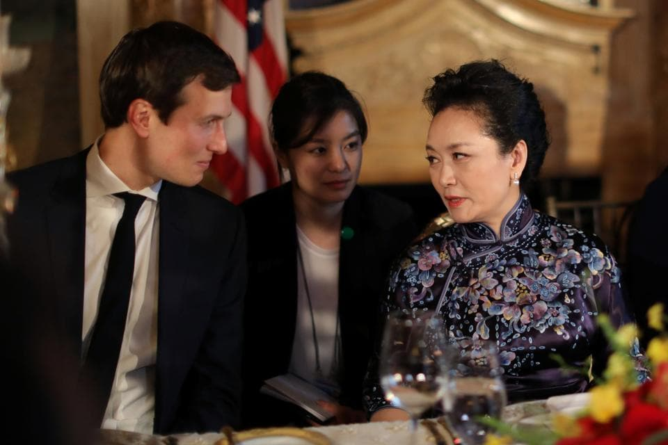 China's first lady Peng Liyuan talks with Trump Senior Advisor Jared Kushner as they attend a dinner at the start of a summit between U.S. President Donald Trump and Chinese President Xi Jinping.  (Carlos Barria/REUTERS)